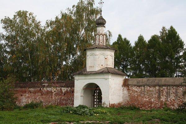Святые ворота бывшего Троицкого монастыря (XVIII век)